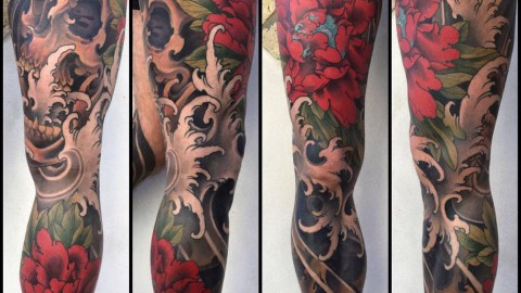 Gamba con peonie e teschio South Ink Tattoo Shop Napoli Pozzuoli ok